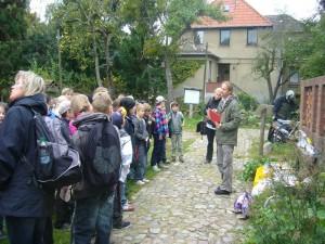 Nach Vorträgen, Sport und Spiel sowie dem Mittagessen (Nudeln und Pilze) ging es an die Auswertung der Quizz - Ergebnisse. Michael Jonitz von der Caritas verteilte an die Besten kleine Preise. 06. Oktober 2011.