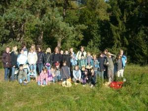 Nach der Wanderung ließen Kraft und Konzentration allmählch nach und nach unserem Gruppenfoto ging es nochmals in die Schule.