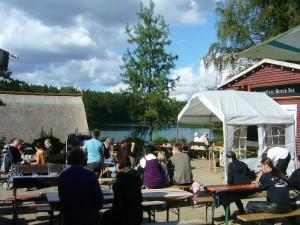 Der Rote See bei Brüel ist ein beliebtes Naherholungsgebiet im Bereich des Naturparkes Sternberger Seenland. Hier kann gewandert, debadet, geangelt, gerudert, gegessen, getrunken und gefeiert werden. Auch wir sind mit unseren Pilzen hier des öfteren zu Gast.