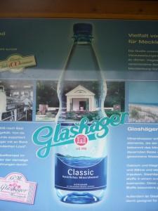 Und hier noch ein wenig Schleichwerbung für das vorzügliche Mineralwasser aus der Glashäger Quelle.