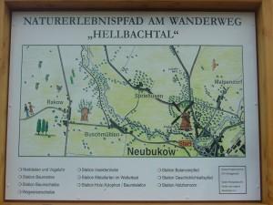 In diesem Zusammenhang weist eine Schautafel auf einen gerade entstehenden Naturerlebnisspfad hin, der bis 2014 fertiggestellt sein soll.
