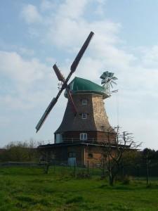 Die alte Mühle ist in einem gepflegten Zustand und zu DDR - Zeiten wurde hier sogar noch Roggen zu Mehl zermahlen. 21.04.2012.