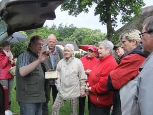 Zunächst stellte ich einige Frischpilze vor, die Christa und Wolfgang Schellberg aus Grevesmühlen mitgebracht hatten, so wie hier ein kleines Büschel Stockschwämmchen. Foto: Sina Mews.