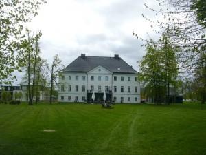 Beim Hotel und Restaurant Schloß Groß Schwannsee startete unsere heutige Ostseeküstenwanderung bei Anfangs noch trüben Himmel, der aber bald strahlendem Sonnenschein Platz machte. 05.Mai 2012.