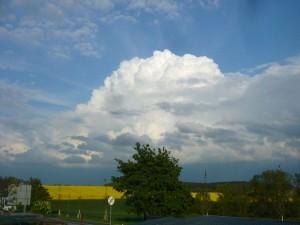 Mächtige Gewitterwolken ballten sich gestern Abend bei Brüel in Mecklenburg zusammen. Das Gewitter brachte 6 Liter in unseren Regenmesser ein. 09.05.2012.