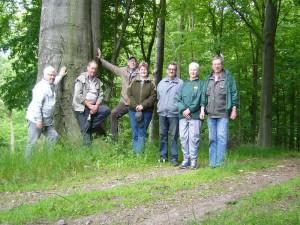 Unser heutiges Abschlußfoto einer kleinen, überschaubaren Wandertruppe die im Wald bei Ulrikenhof heute auf der Suche nach Pilzen war. Liebe Pilzfreunde