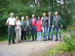 Bei leicht regnerischem Wetter durchstreiften heute 9 Pilzfreunde den Wald zwischen Demen und Buerbeck. Wie immer vereinigt zum Schluß auf unserem obligatorischen Abschlussfoto. 13.07.2012.