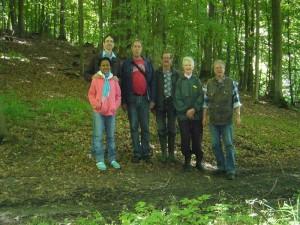 Das war unsere kleine Pilzwandertruppe heute und im Vergleich zum Pilzwachstum waren wir immer noch viel zu viele!. Abschluß- und Erinnerungsfoto im Wiechmannsdorfer Holz am 11. August 2012.
