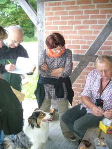 In Vorbeck angelangt, stellte Pilzberater Klaus Warning und noch einige interessante Pilze vor, die er auf seinen Privatexkursionen in den letzten Tagen fand.