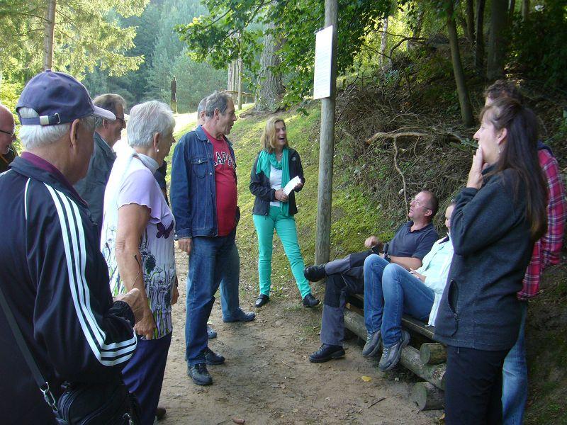 Zunächst wurden alle Pilzfreunde begrüßt und einzelnen Exkursionsgruppen gebildet, die dann in drei unterschiedliche Gebiete aufbrachen
