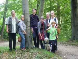 Und als Erinnerung an unser kleines Pilzseminar in Mecklenburg versammlte sich unsere kleine, überschaubare Gruppe nochmals zum Abschlußfoto. 02. Sptember 2012 auf Schefwerder bei Schwerin.