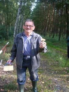 Und dann hat unser Urgestein Hans - Jürgen Wilsch den ersten Pilz entdeckt.