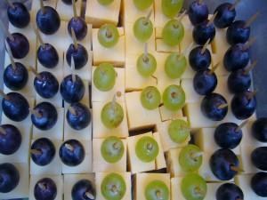 Oder Käsehäppchen von verschiedenen Schnitt- und Hartkäsesorten mit köstlichen Trauben garniert. Das war einfach lecker und mit Niveau und Stilvoll hergerichtet, fast zu schade für uns einfache Pilzsucher. Wir sagen Danke!