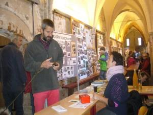 Am Eingangstresen wurden dann zwei Euro Eintritt fällig und es waren Pilzbücher und Kalender im Angebot.