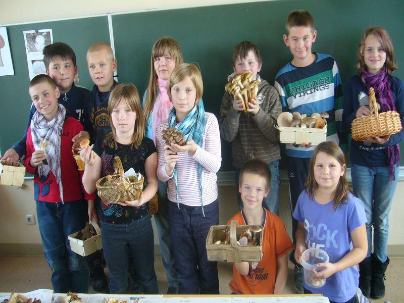 Alle Schüler, die die Erlaubniss ihrer Eltern zum Fototermin hatten, versammelten sich zum Schluss nochmal vor der Klasse zu einem gemeinsammen Abschuß- und Erinnerungsfoto. Neuburg am 16.Oktober 2012.