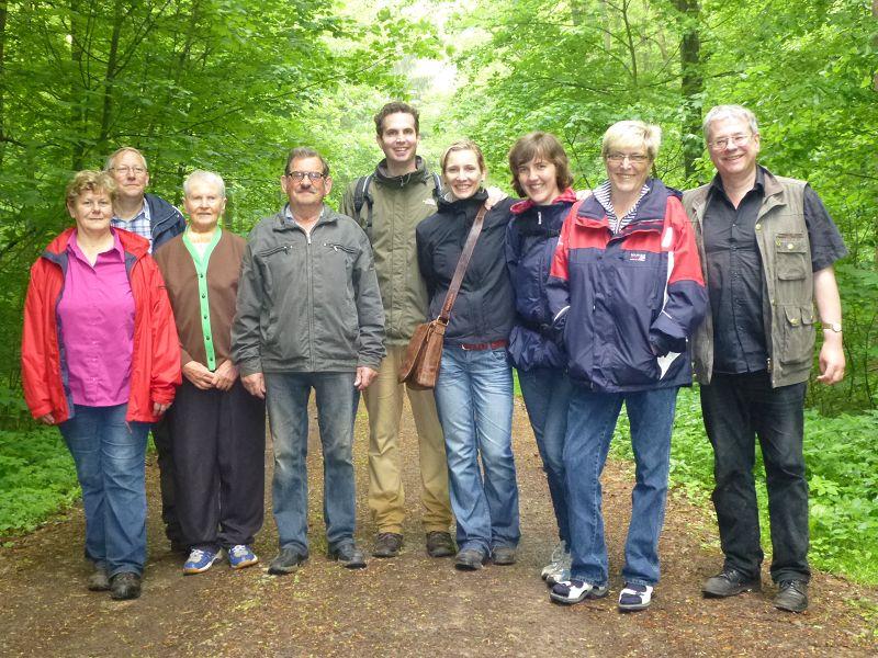 Über den wunderbaren Kuchen und dem fachsimpeln am Rande, vergassen wir beinahe unser gemeinsames Gruppen- und Erinnerungsfoto. 18. Mai 2013 im Wald bei Wedendorf.