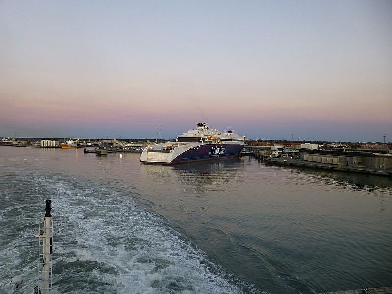 Und dann war es soweit. Mit etwas Verspätung lehten wir in Hirtshals ab und stachen mit der Super Speed 1 der Color - Line in Richtung Kristinsand in See.