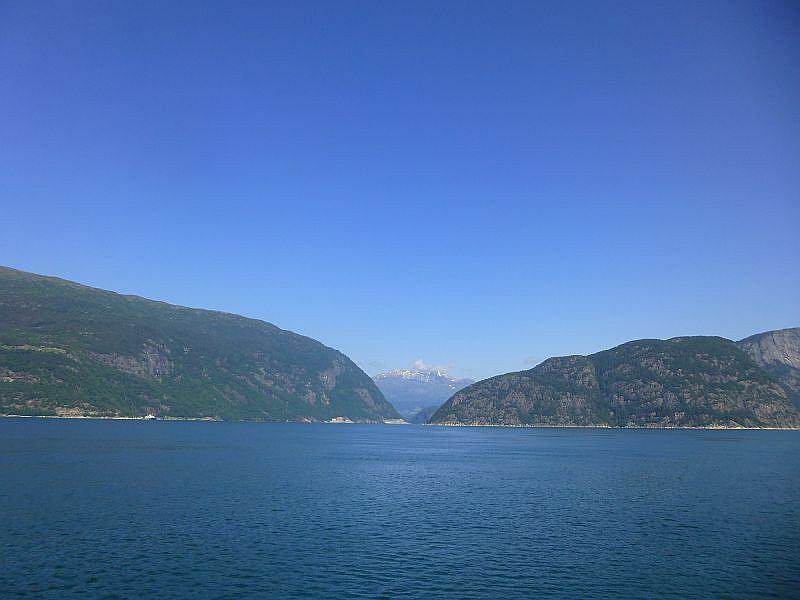 Ein Morgen am Fjord. Da es im Gebiet der Telemark für Pilze viel zu trocken war, entschlossen wir uns in Richtung Küste, in den Raum um Bergen, zu fahren.