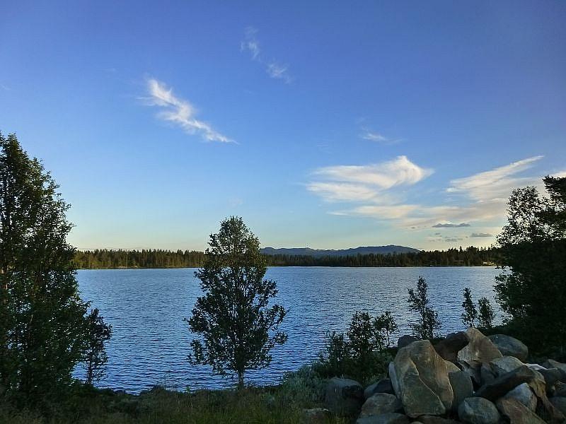 Und wieder einer der vielen, klaren Gebirgsseen in der Provinz Telemark.
