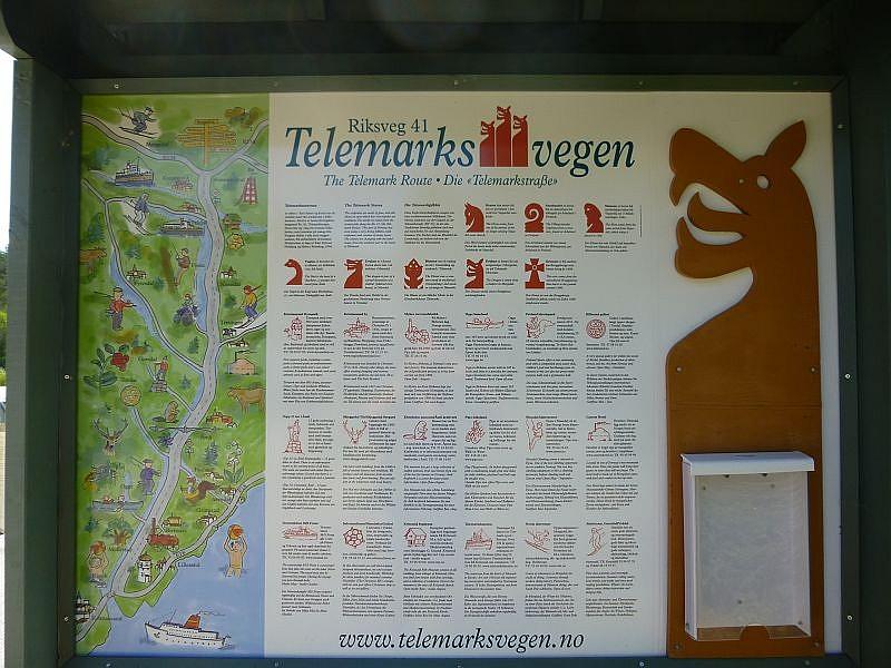 An unserer Fahrtroute immer wieder Rastplätze mit Informationstafeln. Wenn man Glück hatte, waren sie neben norwegisch und englisch auch deutsch beschriftet.