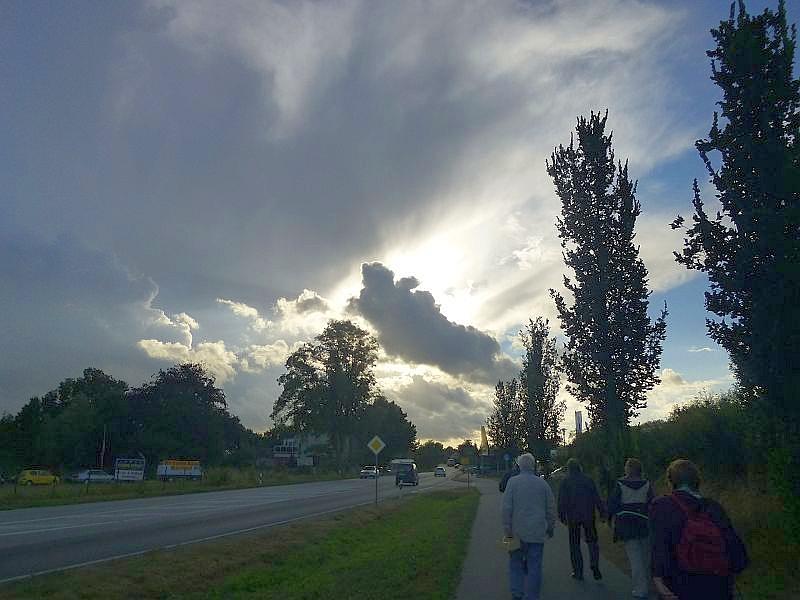 Kurz nach unserem noch sonnigen Start verdunkelte sich der Himmel und es baute sich das Potential eines Gewitters auf.