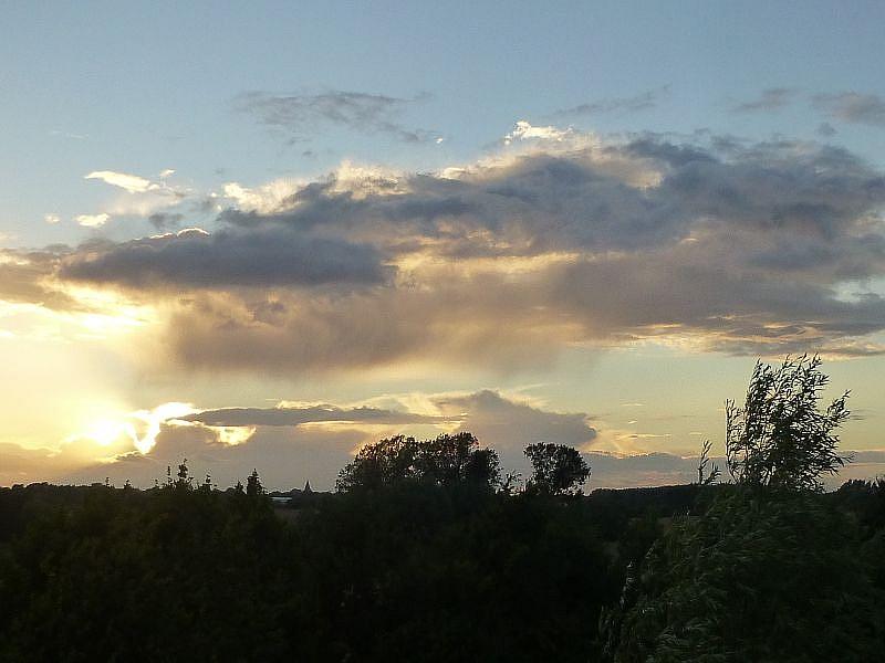Ein fast schon herbstlich kühler und schauriger Augusttag neigt sich dem Ende zu und bis zur hereinbrechenden Dunkelheit stärkten wir uns bei Speis und Trank in gemütlicher Runde am Grill. 13.August 2013.