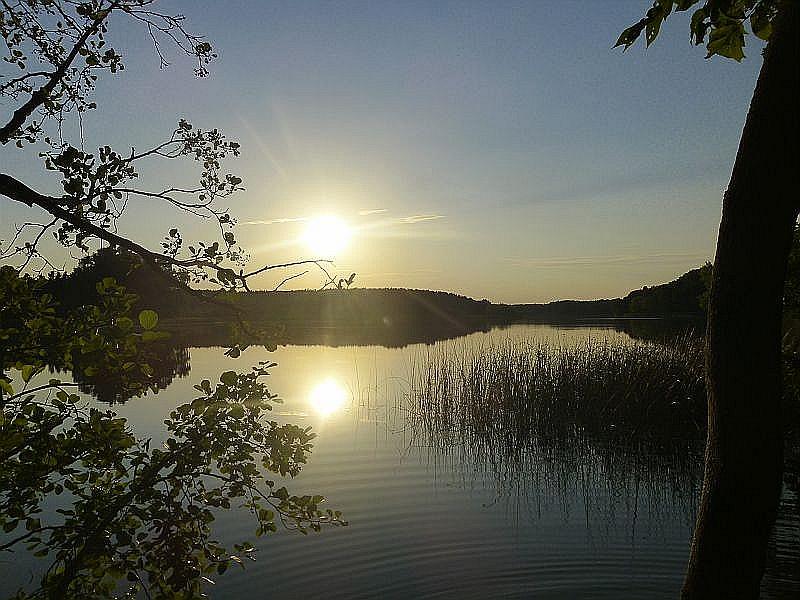 Die Sonne steht schon tief über dem See. Zeit zum Aufbruch!