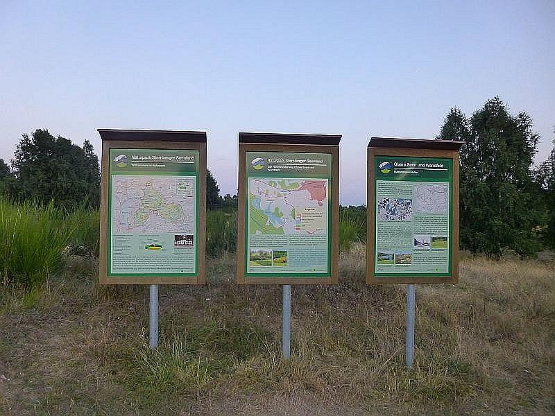 Die Naturparkverwaltung des Sternberger Seenlandes hat an einigen Stellen des Wanderweges informative Schautafeln zu diesem interesannten, heideartigen Gelände aufgestellt.