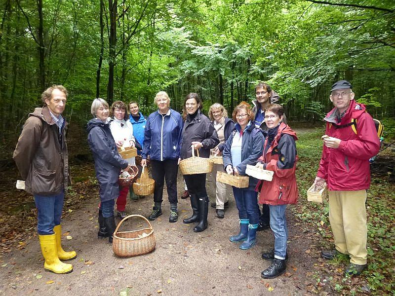 Das Pilzaufkommen war im großen und ganzen eher bescheiden, aber es hat mir sehr viel Spass gemacht, mit wirklich interessierten Pilz- und Naturfreunden durch den Wald zu streifen. Vieleicht sehen wir uns ja im nächsten Jahr wieder. Vielen Dank, Sie waren eine tolle Gruppe!