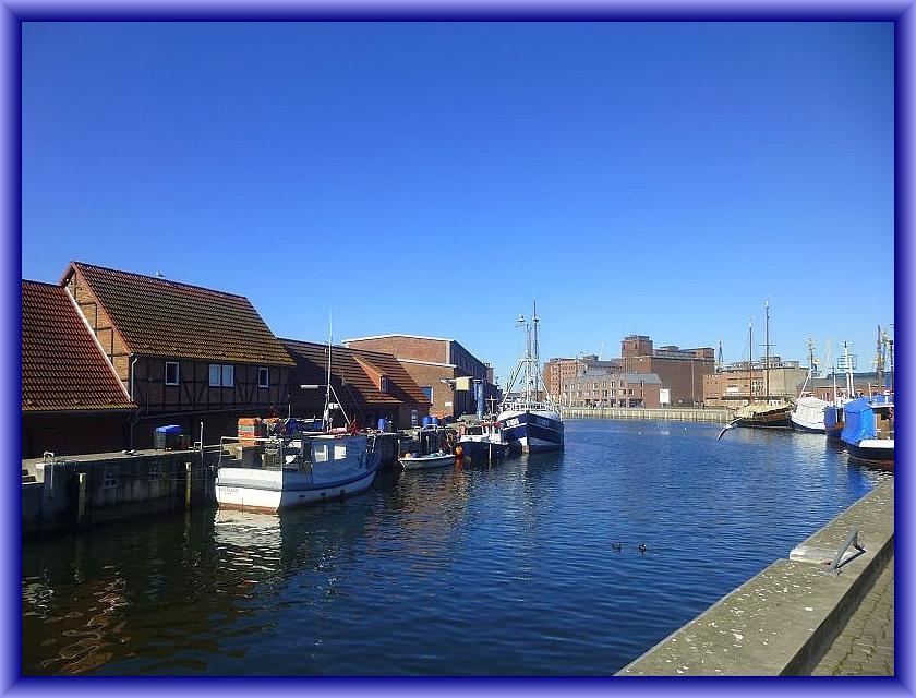 Heute ist zunächst nicht der Walöd unser Ziel, sondern der Wismarer Hafen. Von hier aus wollen wir um 14.00 Uhr in See stechen. Unser Ziel soll die Ostsee - Insel Poel in der Wismar - Bucht sein.