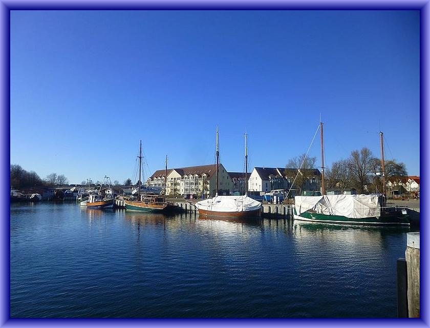 Der idyllische Inselhafen von Kirchdorf bei Kaiserwetter am 12. März 2014. Hoffen wir, dass das Wetter am 07. Oktober genau so schön sein möge - goldener Oktober - das wär doch was!