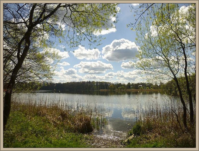 Und den Trebbower See. Das Foto entstand ebenfalls am 16.04.2014, hätte aber auch heute aufgenommen werden können, denn das Wetter war sehr ähnlich, nur deutlich wärmer als damals und die Bäume sind inzwischen stärker belaubt.