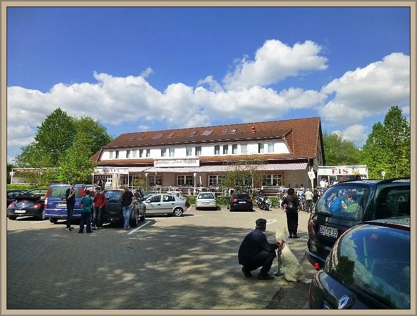 Ebenfalls in Schwerin - Mueß befindet sich das Gasthaus Zum Reppin. Hierhin hatte uns unser Pilzfreund Thomas Harm vor einigen Jahren erstmals zum Eisessen eingeladen und seit dem ist es fast schon ein Muss und eine Tradition, wenn wir hier in der Nähe auf Pilzpirsch waren, zum Eisessen einzukehren, so auch heute zum krönenden Abschluß..
