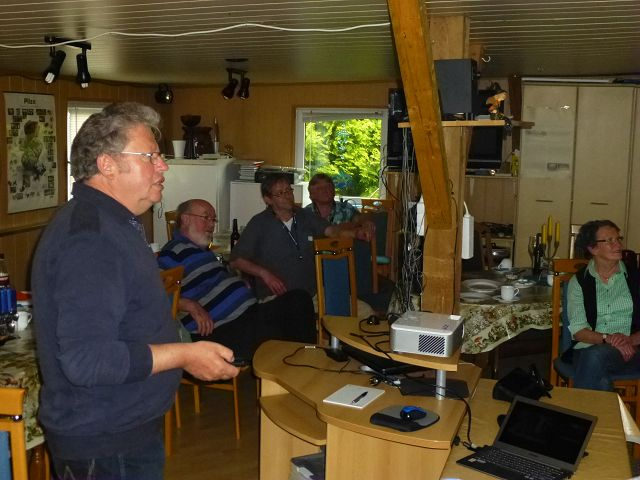Ulrich Klein bei seiner Einführung in die Pilzkunde in unserem Schulungsraum in Keez.