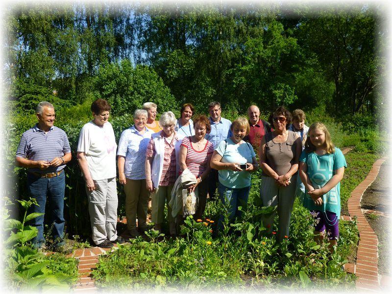 Nach der Besichtigung des dortigen Kräutergartens, der vom Klosterverein Rehna eingerichtet und betreut wird, versammelten wir uns hier nochmals zu einem Erinnerungsfoto. 09. Juni 2014.