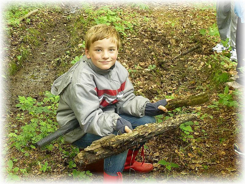 Und dann hat Jonas etwas interessantes an einem alten Ahornknüppel entdeckt.
