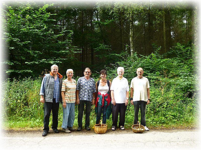 Eigentlich waren wir heute sieben, aber eine nette junge Dame wollte leider nicht mit auf das Bild. Züsower Forst am 26. Juli 2014.