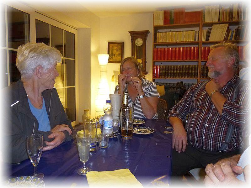 Es war ein wunderbarer und unvergeslicher Abend. Wir möchten uns von ganzem Herzen nochmals bei Dorothee (Mitte) und Günter (rechts) für diesen niveauvollen Anend bedanken.