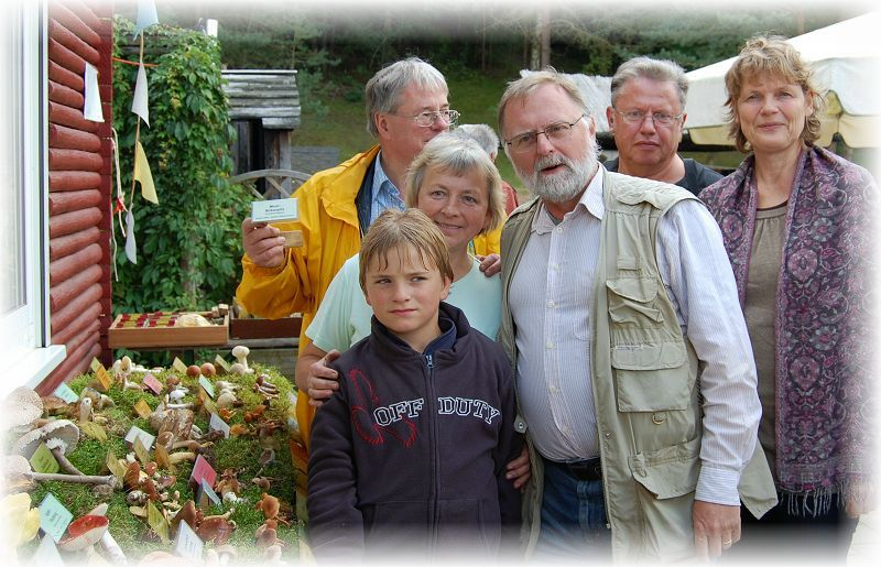 Mit diesem kleinen Gruppenfoto möchte ich denen Danken, die beim Aufbau der Ausstellung mitgeholfen haben. Ganz besonders auch bei Torsten, der hier der Fotograf ist.