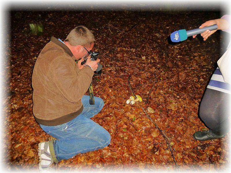 Andreas beim fotografieren und gleichzeitig beim Interview.