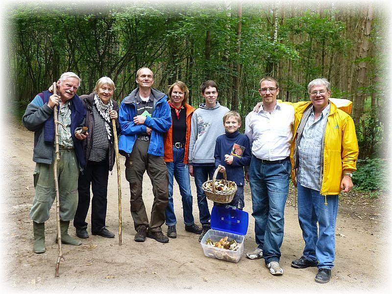 Gegen 13.00 Uhr endete die Tour durch den Holmer wald mit der Familie Ohlsen. Das Wetter war gut, Pilze gab es reichlich und ich hoffe, es ist einiges im Gedächtnis haften geblieben. 11. September 2014.