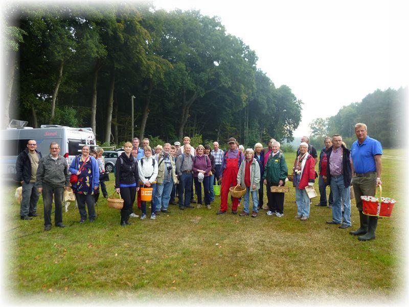 Unser obligatorisches Gruppenfoto enstand nicht wie üblich zum Schluß der Wanderung, sondern gleich zu Beginn. Und hier sind noch nicht einmal alle zu sehen. Wir waren weit heute über 30 Leute! 20. September 2014.
