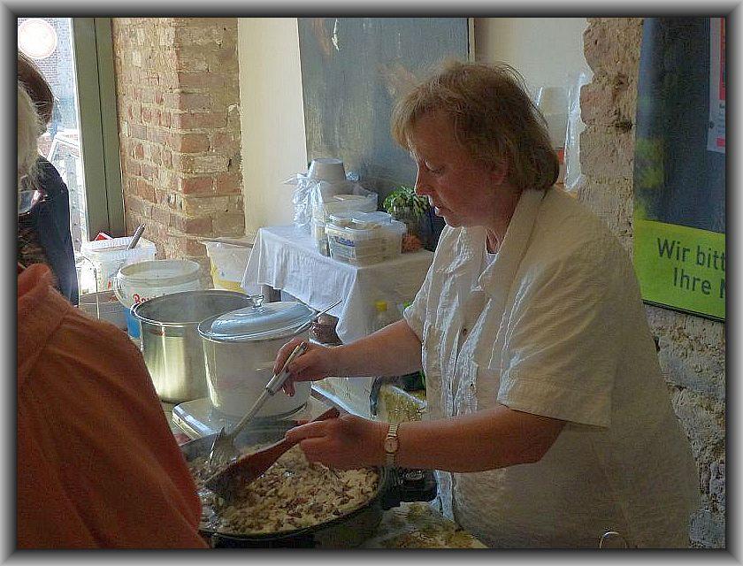 An beiden Tagen hatte Irena Dombrowa alle Hände voll zu tun, um den Hunger der Besucher zu stellen. Es gab unter anderem wieder unsere beliebte Waldpilzpfanne und Suppe.