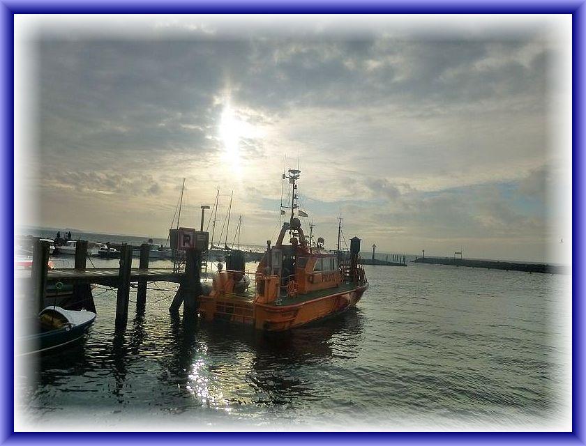 Im Timmendorfer Hafen mit der Mole im Hintergrund.
