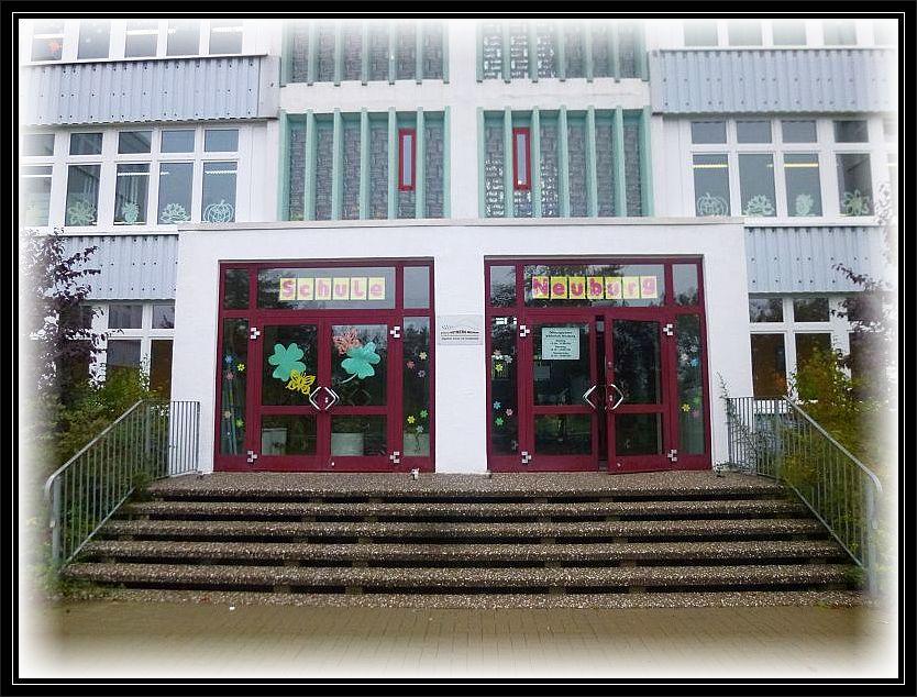Es ist zu einer guten Tradition geworden. Seit Jahren werde ich im Oktober an die Schule am Rietberg in Neuburg gerufen, wenn das Thema Pilze auf dem Stundenplan der 4. Klässler erscheint. Heute war es wieder soweit.