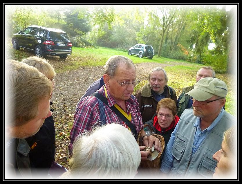 Zum Glück stand neben meiner Wenigkeit auch Klaus Warning den Pilzfreunden mit Rat und Tat zur Seite.