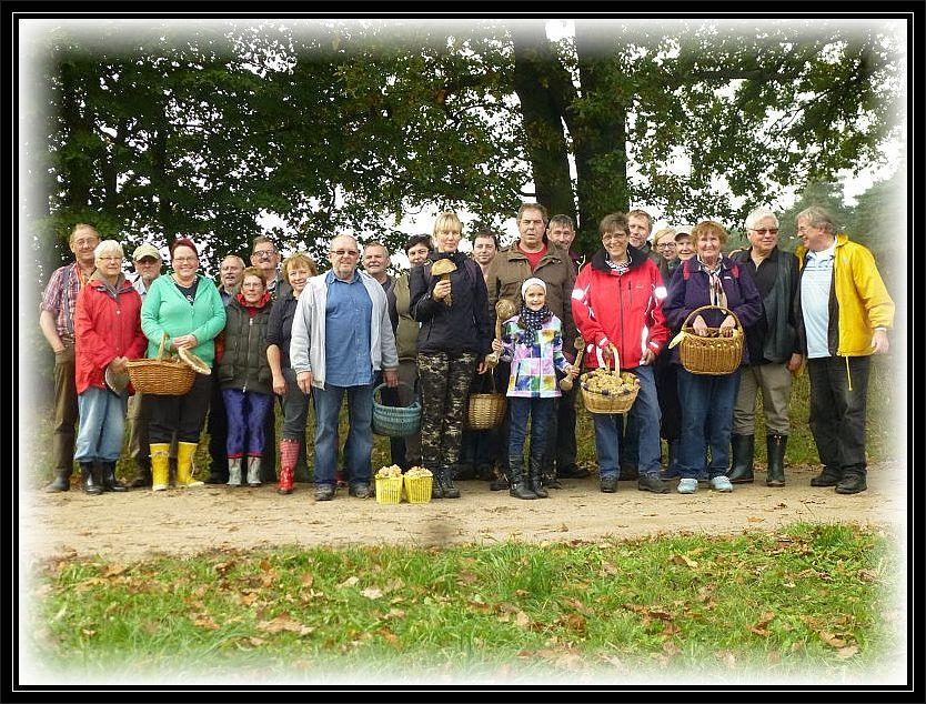 Obwohl auf unserem Abschlußfoto nicht mehr alle dabei sind, sieht man doch, das wir heute eine ansehliche Truppe waren. 18. Oktober 2014 bei Wendorf.