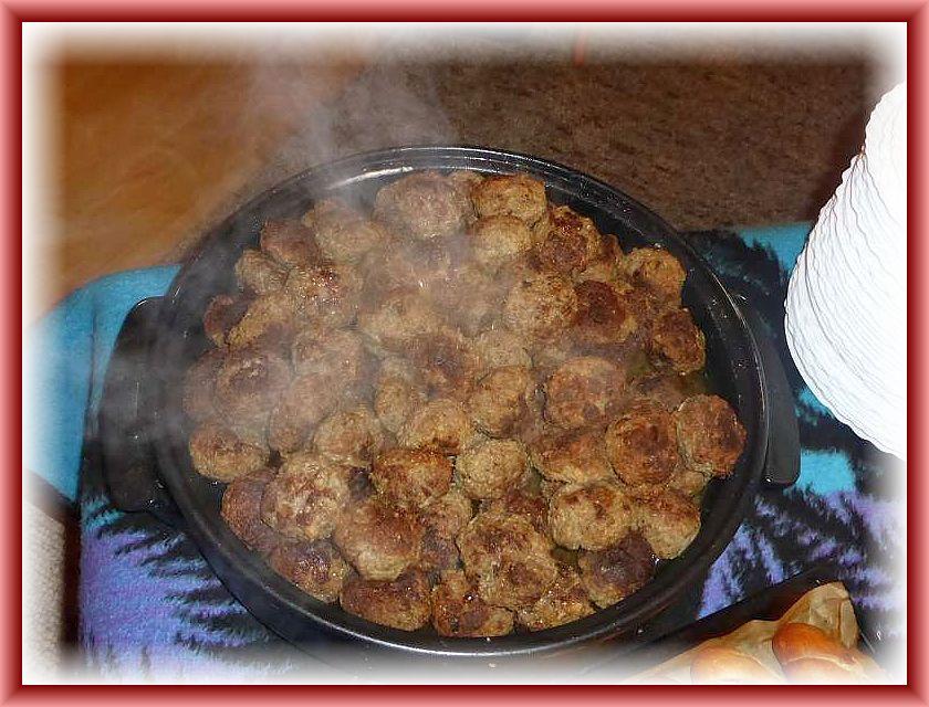 Die heißen und dampfenden Rinderbouletten waren neben hausgemachtem Kartoffelsalat und frisch geenteten und gebrateten Austern - Seitlingen der Renner.