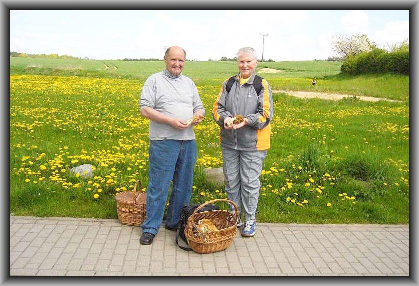 Hier mit Vereinsfreundin Helga Köster aus einer Morchelwanderung am Schweriner See im Mai 2008..