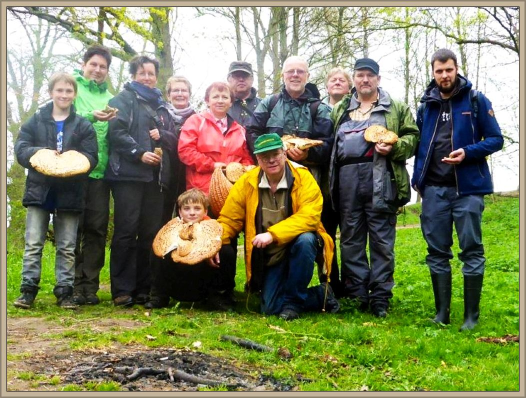 Hier unser Gruppen- und Erinnerungsfoto vom Frühlingsseminar 2015. Es entstand im Hellbachtal bei Buschmühlen.